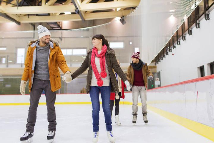 Ab auf das Eis mit Euch und dreht ein paar Runden. Selbst wenn es an der Bande lang geht. (Symbolbild)