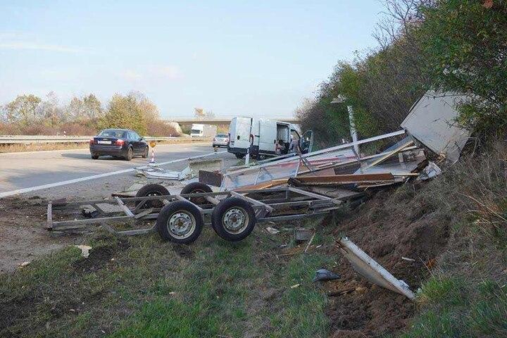 Der Imbisswagen wurden völlig zerstört.