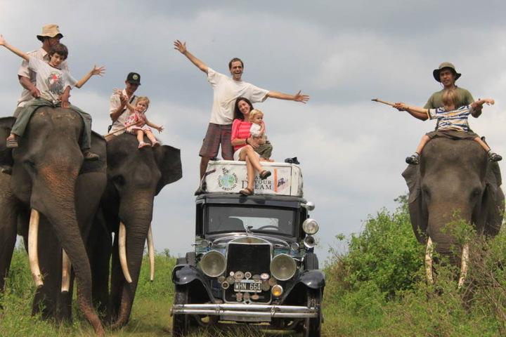 In Sumatra, Indonesien, wurde auf Elefanten geritten.