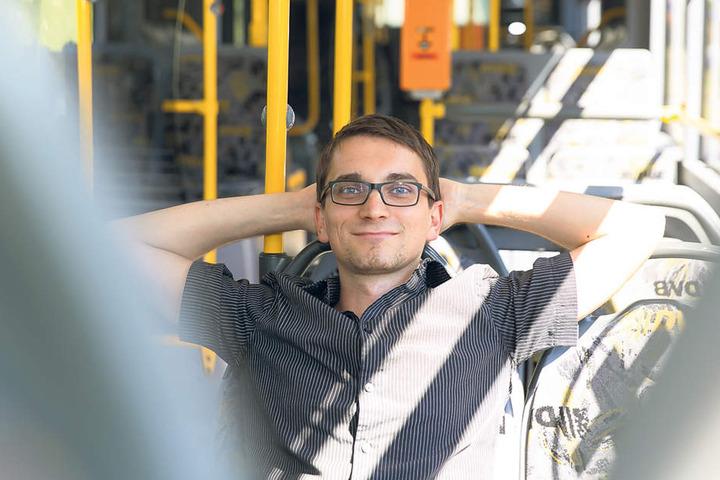 Herrlich: Bei 32 Grad Außentemperatur lässt es sich im Klima-Bus wunderbar  aushalten. Redakteur Dirk Hein (35) machte den Test.