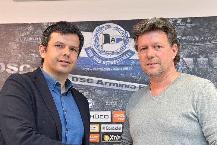 Am 20. März 2017 holte Samir Arabi (li.) den Fußballlehrer Jeff Saibene nach Bielefeld.