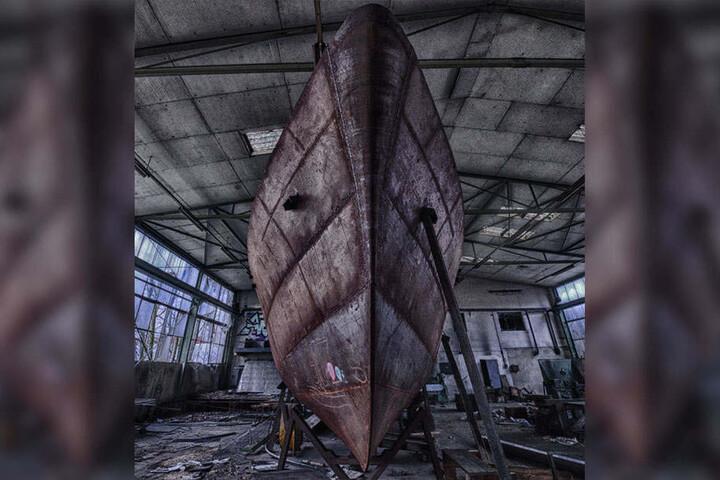 In dieser Fabrikhalle wartet das Schiff vergebens auf seine Vollendung.
