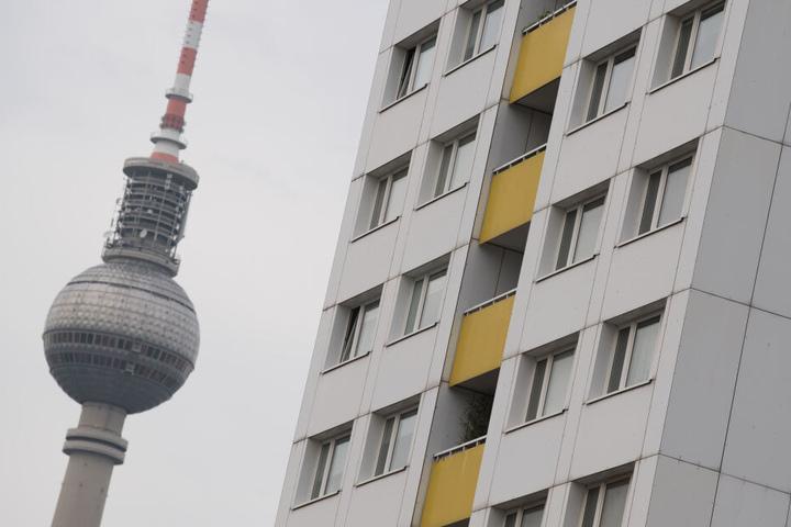 Wohnungen in Berlin sollen bei Wiedervermietungen künftig maximal 9,80 Euro kalt pro Quadratmeter kosten (Symbolbild).