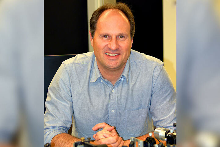 Professor Dr. Thomas Huser leitet das Projekt rund um den Traktorstrahl.