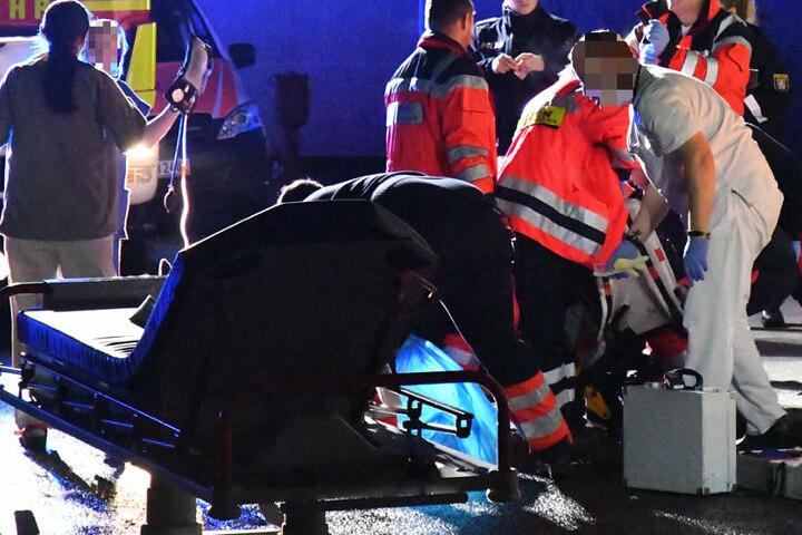 Der Autofahrer musste einem Zeugen zufolge reanimiert werden.