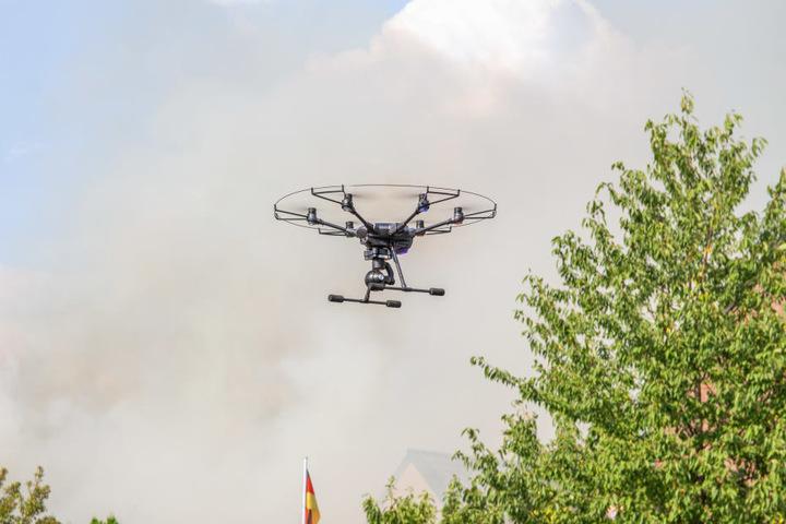 Die Einsatzleitung wurde durch das Drohnen Team der Feuerwehr Neuss mit Luftbildern unterstützt.