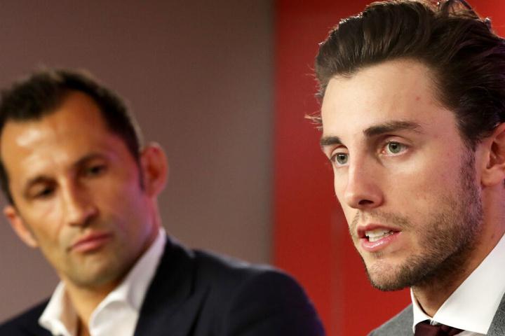 Álvaro Odriozola (r.) will beim FC Bayern München mit Leistungen überzeugen.