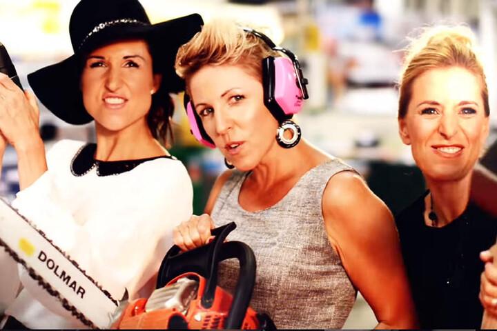 Volle Frauenpower: Die drei Sängerinnen zeigen den Männern, wo der Hammer hängt.