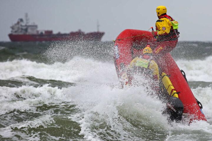Die Rettungsschwimmer konnten die Kinder vor dem Ertrinken retten (Symbolbild).