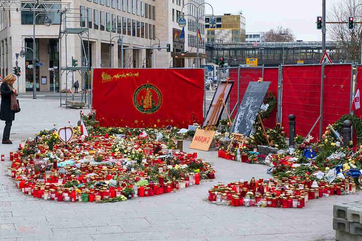 Noch heute werden Blumen niedergelegt, wo der IS-Attentäter mehrere Menschen in den Tod riss.