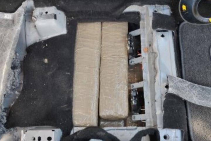 Unter dem Sitz entdeckten die Zollfahnder ein Drogenversteck.