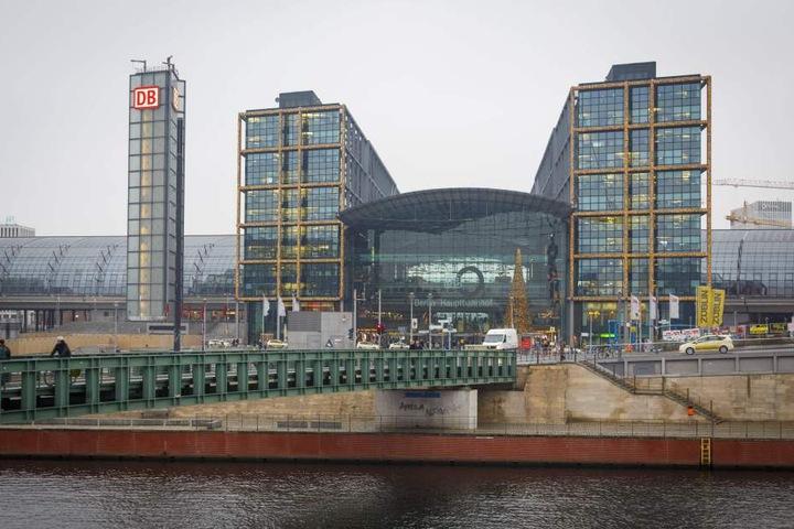 Der neue Berliner Hauptbahnhof. Wenn die Dresdner Bahn ertüchtigt ist, fahren  Züge aus Dresden bis hierher unter zwei Stunden.
