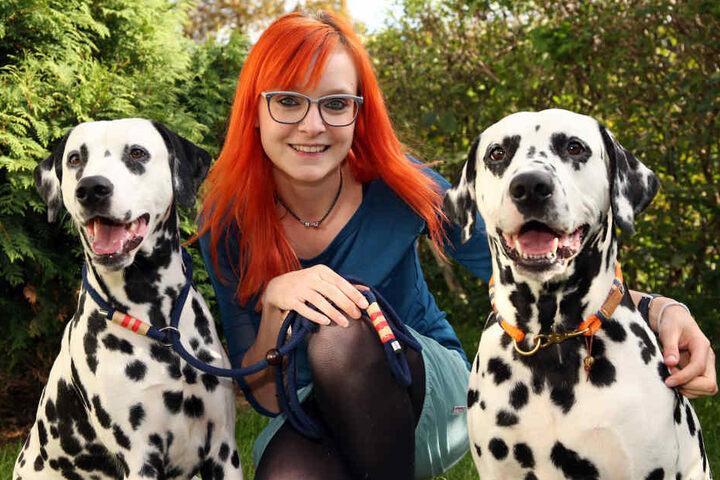 Die Dalmatiner Cenzo und Elliot setzen Trends mit dem Hundeschmuck von Michelle Kupko.