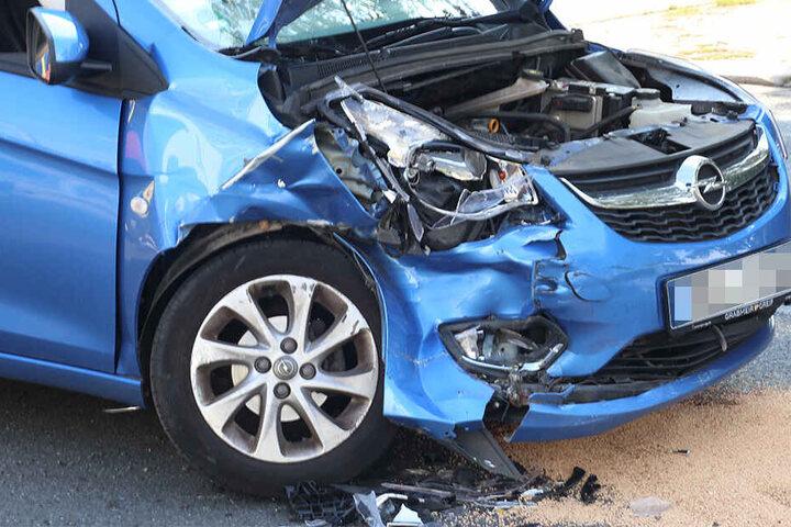 Der Opel nach dem Crash.