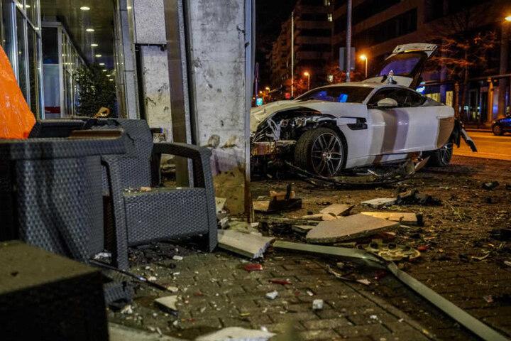 Der 20-jährige Fahrer des Jaguars sitzt seit dem Unfall in Untersuchungshaft.
