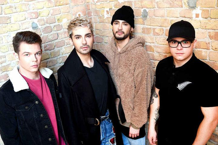 Vier junge Musiker bilden die Band Tokio Hotel, darunter die Geschwister Bill (2.v.l.) und Tom (3.v.l.).