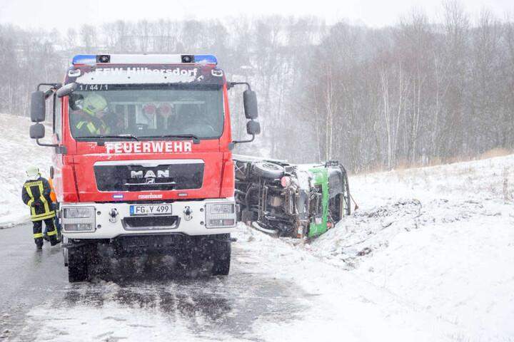 Am Donnerstag hat es wie hier im Erzgebirge eine Reihe von Unfällen wegen Glätte und Schnee gegeben.