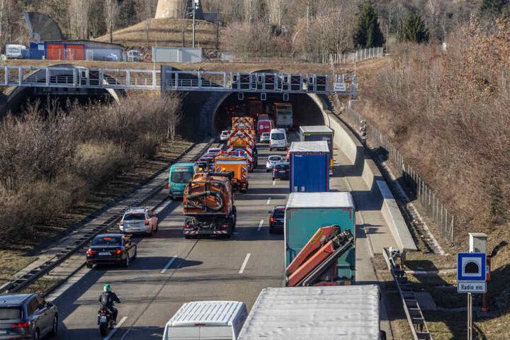 Nach dem Crash staute sich der Verkehr auf rund neun Kilometern Länge.