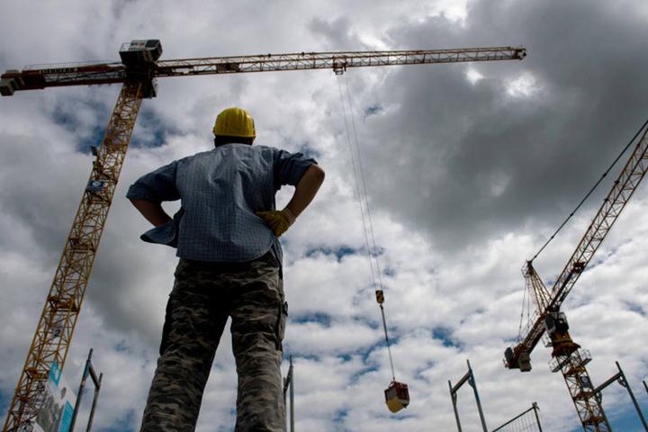Immer mehr Leute sind im Freistaat in Lohn und Brot, auch jahreszeitlich bedingt etwa auf Baustellen.