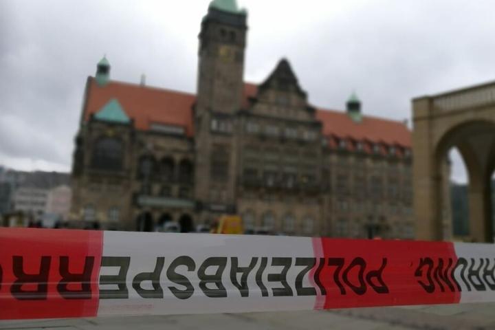 Der Markt in Chemnitz wurde von der Polizei am Dienstagmorgen weiträumig abgesperrt.