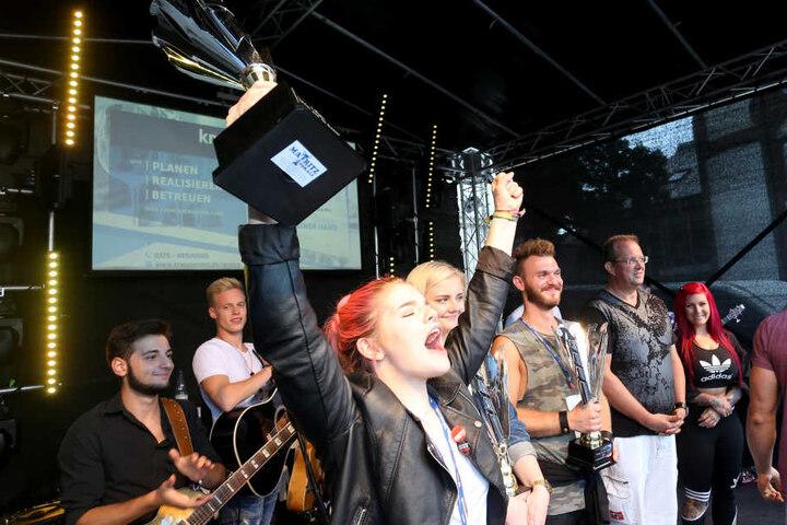 """Da ist das Ding! Luise Heide (17) aus Güldengossa bei Leipzig hat den Casting-Wettbewerb """"Zwickaus Superstar"""" gewonnen."""