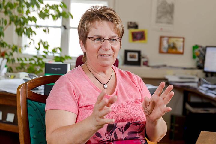 Seifhennersdorf ist pleite: Um Kosten zu sparen, würde die hauptamtliche Bürgermeisterin Karin Berndt (61, parteilos) ihr Gehalt sogar gegen ehrenamtliche Aufwandsentschädigung eintauschen.