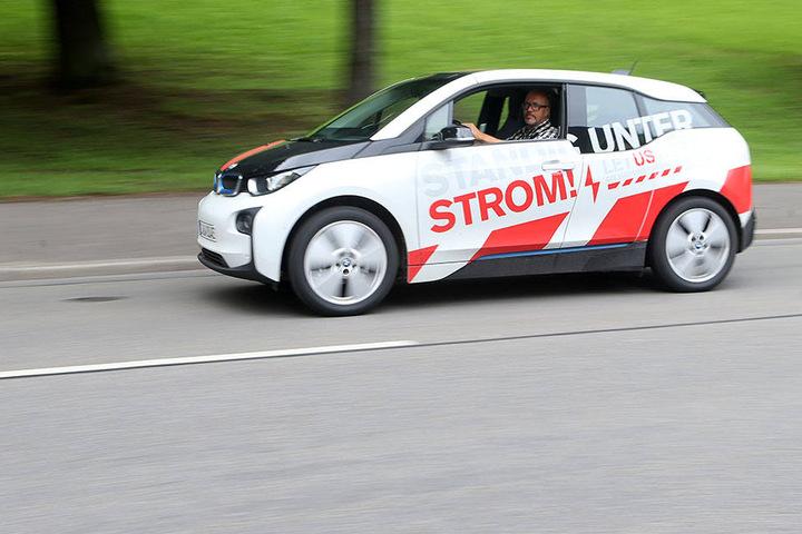 15 Euro kostet eine Tankfüllung aus der Steckdose. Damit kommt der BMW etwa 200 Kilometer weit.