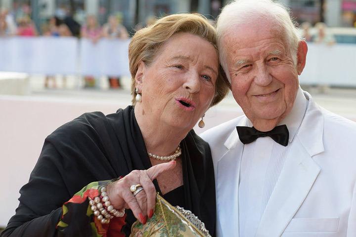 Anders als Kurt Biedenkopf selbst (hier mit Gattin Ingrid) sieht das Gericht  keine Meinungsverschiedenheit mit MP Tillich.