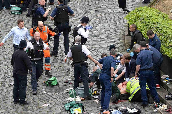Bei dem Anschlag wurden mindestens vier Menschen getötet, 20 wurden verletzt.