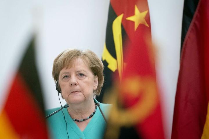 Angela Merkel war zum Zeitpunkt der Wahl von Thomas Kemmerich auf dem Weg nach Afrika gewesen.