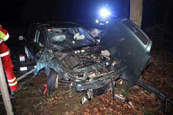 Die Polizei leuchtete den Unfallort aus.