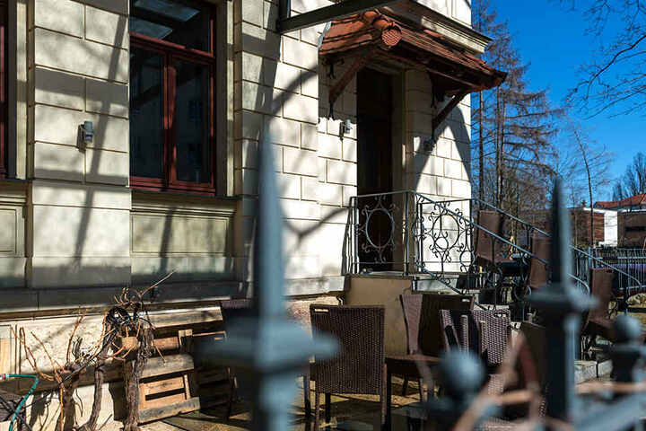 Nach Jahren im Kellergewölbe kann Daniel Fischer nun auch seine Gäste auf einer Terrasse verwöhnen.