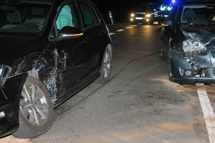 Beide VW wurden bei dem Crash erheblich beschädigt.