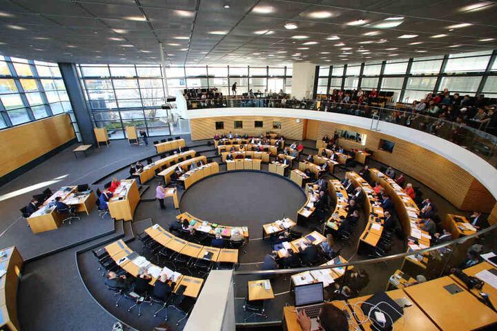 Im Thüringer Landtag brach eine heiße Diskussion zu dem Thema aus. (Symbolbild)