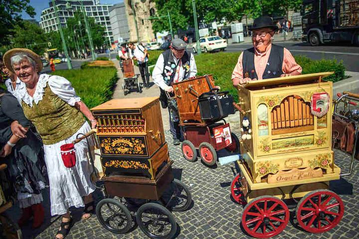 Über 180 Teilnehmer werden den Berlinern ordentlich einen Orgeln auf dem Breitscheidplatz.