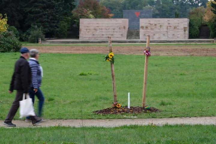 Anfang Oktober hatten Unbekannte den Gedenkbaum für das erste Opfer der NSU-Terroristen.