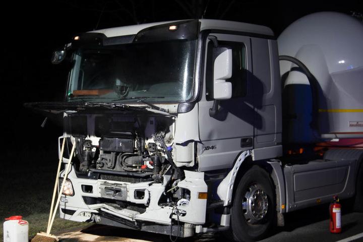 Der Laster traf das Auto in der Beifahrerseite.