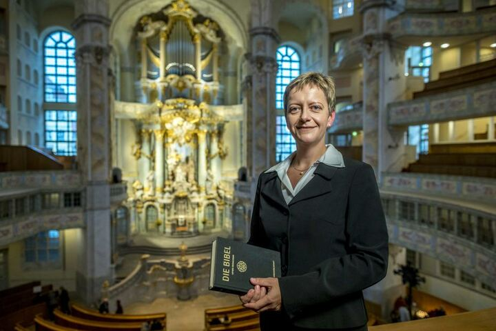 Die erste Pfarrerin in der Frauenkirche: Am 1. Advent lädt Angelika Behnke (43) zu ihrem ersten Gottesdienst ein.
