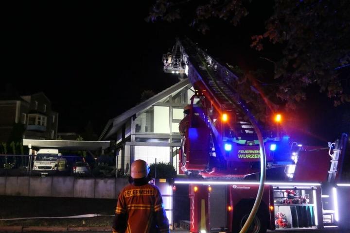 Kameraden der Feuerwehr beim Hausbrand in Wurzen...