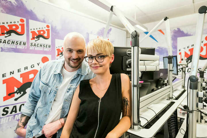 "Zusammen mit Kollege Julian Mengler (32) moderiert Franzi die Morningshow ""Knallwach mit Energy""."