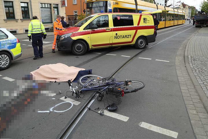 Das Opfer starb noch am Unfallort.