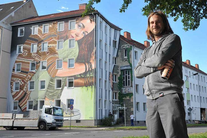 Graffiti-Künstler Guido Günther(29) hat die Studentenhäuser im Zentrum mit bunter Kunst aus der Dose aufgehübscht.