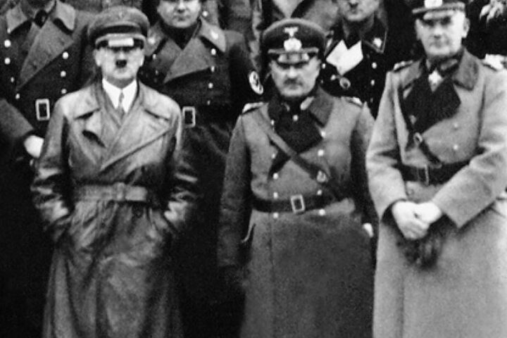 Im Zweiten Weltkrieg wurden das Chiffriergerät von Adolf Hitler und der Wehrmacht genutzt.