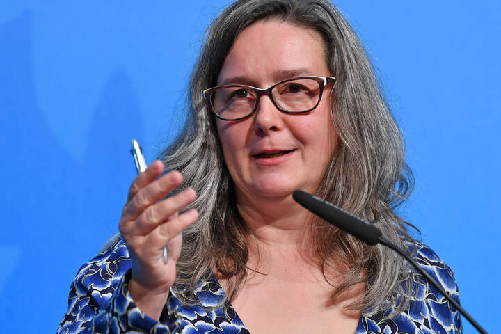 """Mit der Kampagne """"bunt statt blau"""" will Heike Werner in den Schule für Aufklärung sorgen."""