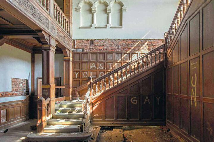 Die Villa Kolbe in Radebeul steht schon seit Mitte der 1990er Jahre leer. In dem im Stil der Neorenaissance errichteten Gebäude residierte einst der Generaldirektor der Salicylsäurefabrik Dr. Friedrich von Heyden.