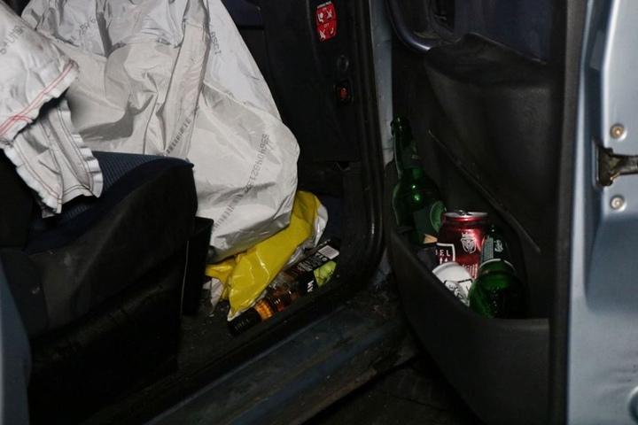 Im Auto fanden die Polizisten verschiedene alkoholische Getränke.