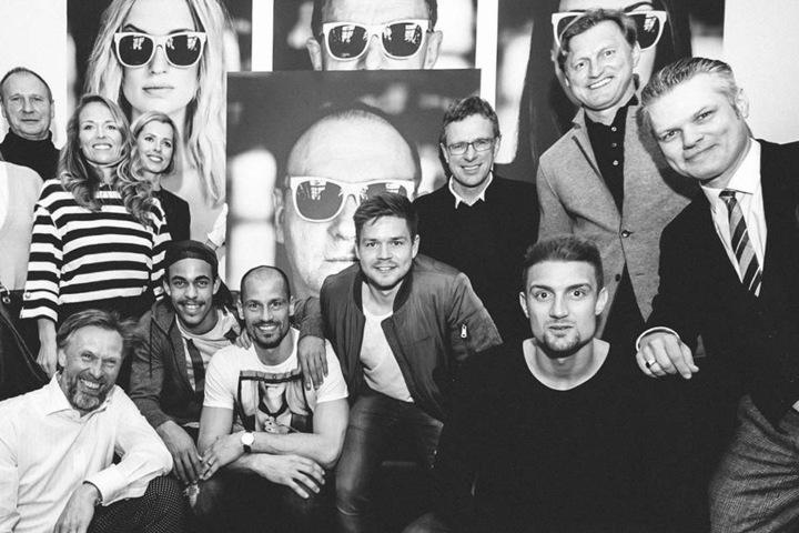 Als Modell von Fotografin Katja Kupfer (gestreift) dienten unter anderem Yussuf Poulsen (2.u.l.), Fabio Coltorti, Dominik Kaiser, Ralf Rangnick und Stefan Ilsanker.