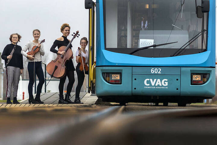 Probe eines Teil der Mozartkinder der Sächsischen Mozartgesellschaft bei der CVAG. Sie werden zur Eröffnung des Mozartfestes in Vierergruppen in Straßenbahnen musizieren. Mit dabei: Mila Schwarz (15), Clementine Klotz (16), Marie Maposse (16) und Sophie W