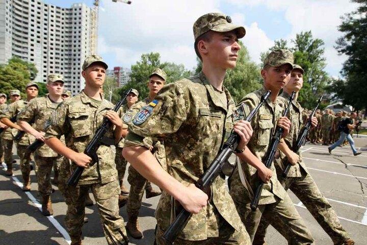 Sascha will nicht in den Ukraine-Krieg ziehen: Ausbildungseinheit ukrainischer Offiziere in einem Militärinstitut in Kiew.