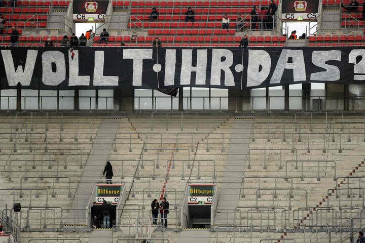 Berechtigte Frage: Leverkusens Fanszene bleibt dem Block im Auswärtsspiel in Nürnberg fern.